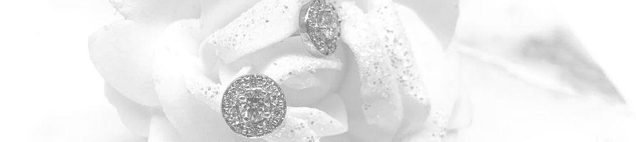 Boucles-doreilles-diamant-entourage-or-blanc
